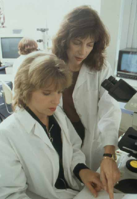 Judith Wieland (right) in the cytogenetics laboratory